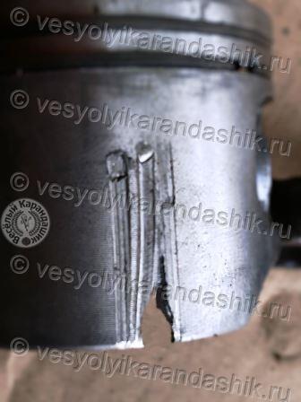 Разрыв поршня двигателя при заклинивании двигателя бензопилы